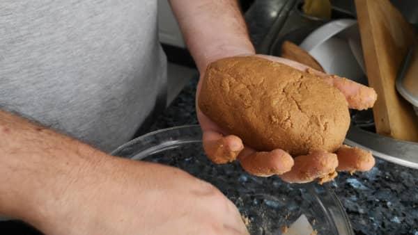 receta casera de pella de gofio con plátanos y nueces