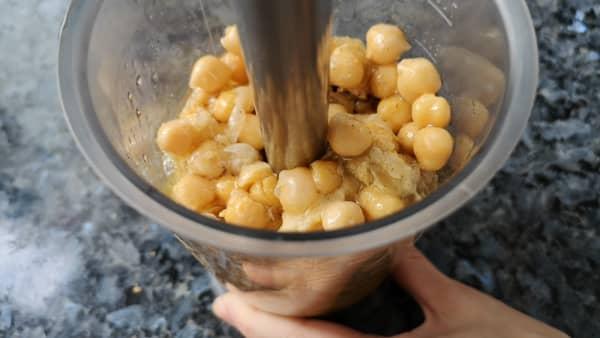 como hacer hummus de garbanzos sin tahini